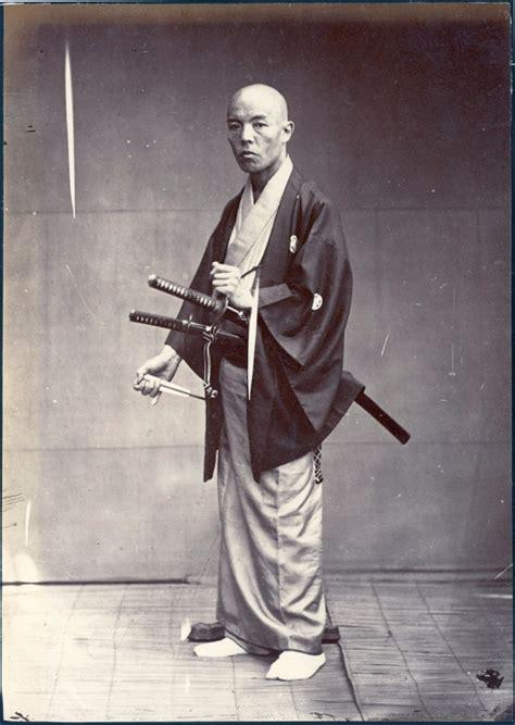 hair cut with samuri swords 日本最後の侍たち 江戸後期から明治の時代に撮影された武芸者たちの写真いろいろ dna