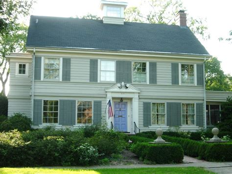 american colonial house paint your colonial federal or victorian style home old