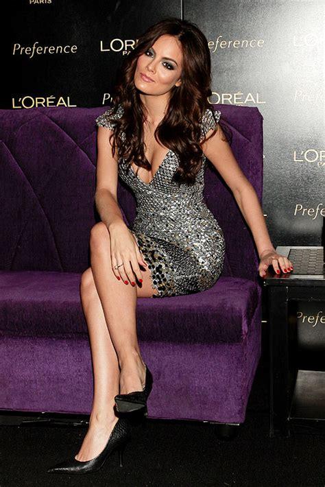 imagenes de hola ximena ximena navarrete y su estiloso look en plata la actriz
