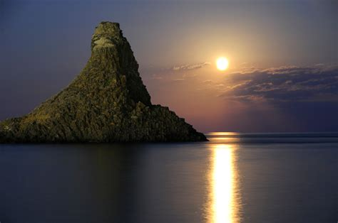 Rok Sisilia moonlight the sea the island of sicily italy wallpapers and images wallpapers