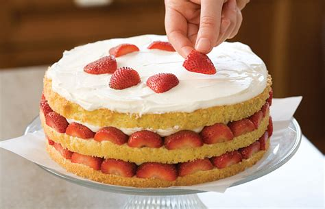 easy bake games secrets to decorating layer cakes easy bake games secrets to strawberry cream cake