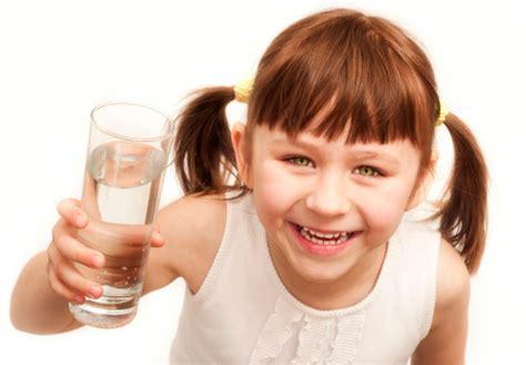 acqua rubinetto in gravidanza acqua rubinetto ai bambini a scuola si tutto mamma