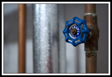 water heater gas shut valve what to do if your water heater is leaking levahn