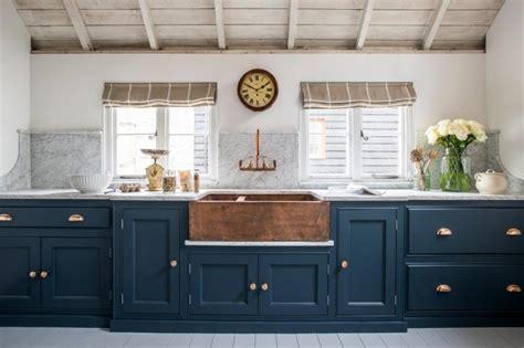 enter  world  traditional english kitchens