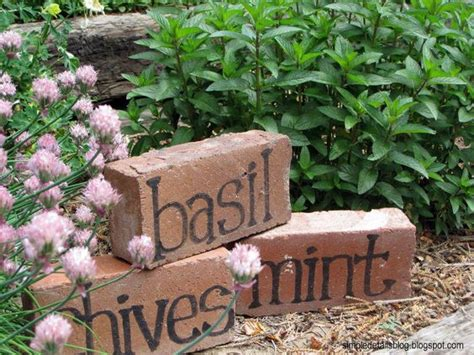 adorable diy signs markers  give schmeck   garden