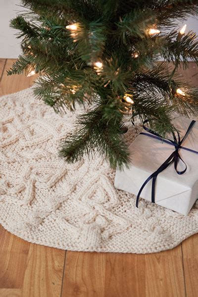 cable christmas skirt tannenbaum tree skirt knitting patterns and crochet patterns from knitpicks by edited by