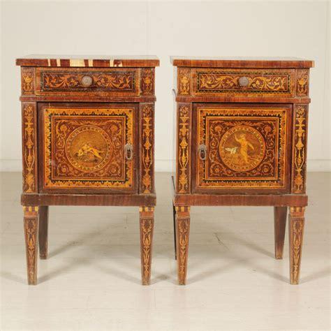 comodini in stile coppia di comodini in stile neoclassico comodini