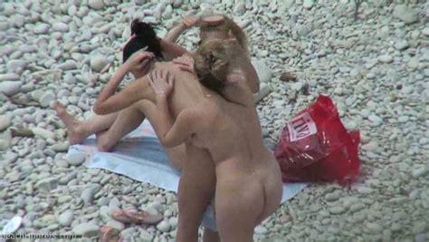Quattro Lesbiche Sono In Spiaggia Nude Amaporn