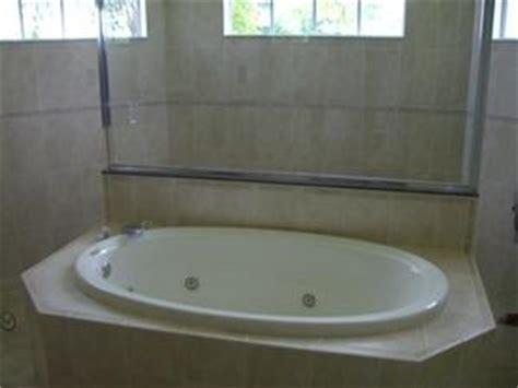 rimuovere vasca da bagno come rimuovere i capelli da una fuga di vasca da bagno