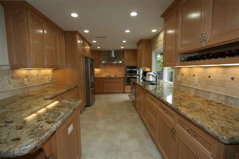 Backsplash With Maple Cabinets by Maple Cabinets Travertine Backsplash Granite Counter