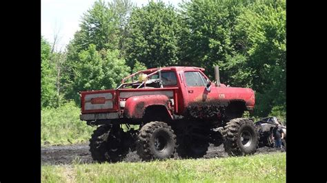 truck mud bogging the gallery for gt dodge trucks mud bogging