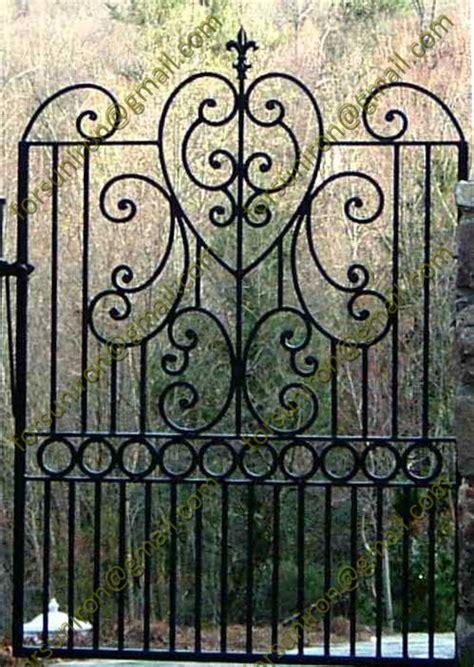 Nama Inisial Cutting Laser Big Size italian style wrought iron small gates for garden