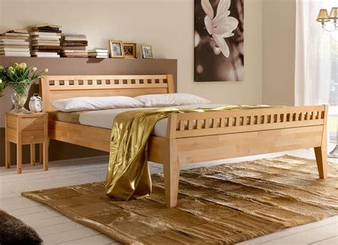 hohes holzbett massivholzbett aus naturfarbener buche oder kernbuche wallis