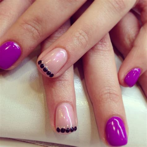 Modele Ongle Gel Violet by Ongle En Gel Uv Violet N 233 On Et Strass Accessnails