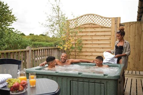 cottages with tubs tub holidays hoseasons