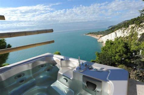 vasca in hotel vasca idromassaggio 2 posti vista mare hotel sul gargano a