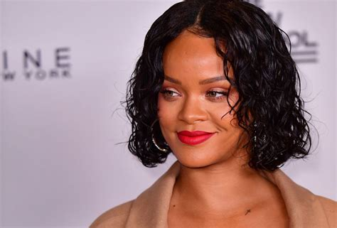 Rihanna Is My New Icon 2 by Rihanna Assume Ses Formes Pour Une Danse Torride Puretrend