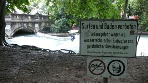 Englischer Garten München Eisbach Surfen by Zıəs Uɐɟəʇs Eisbach Surfen Munich