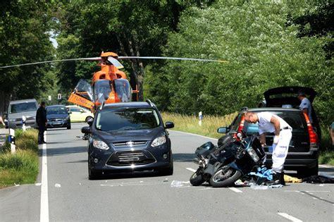 Motorrad G Tersloh by G 252 Tersloh Motorradfahrer Und Sozius Bei Unfall Auf B61