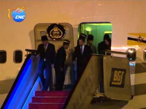 sultan hassanal bolkiah plane apec sultan of brunei hassanal bolkiah arrives in beijing