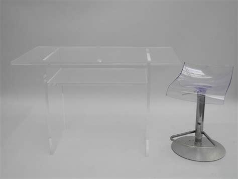 Petit Bureau En Plexiglas De Forme Rectangulaire Reposant Bureau Plexiglas