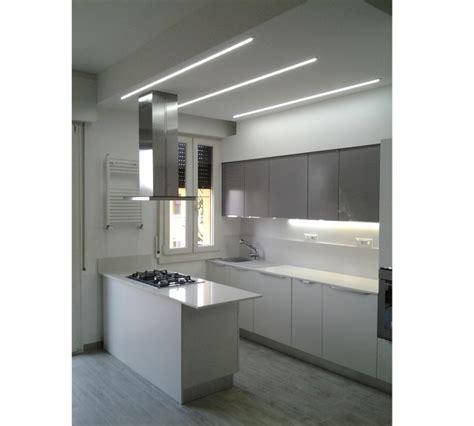 foto cucine moderne con isola foto cucina con isola di idearecasa 266812 habitissimo