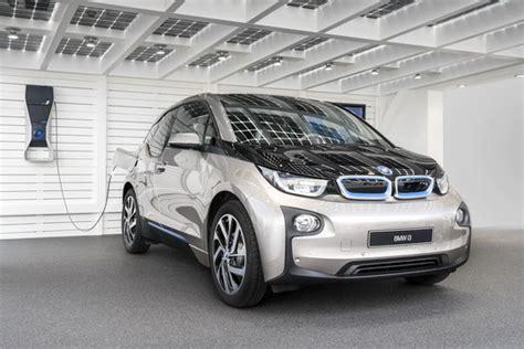ladestation elektroauto zu hause solarcarport f 246 rderung solarterrassen carportwerk gmbh