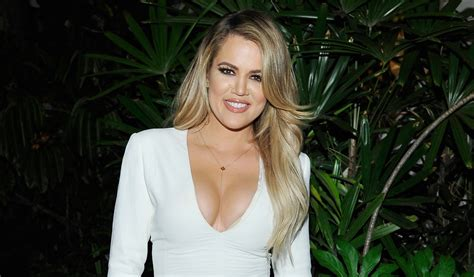 khloe kardashian short hair 2015 khloe kardashian debuts new short hair at kim kardashian s
