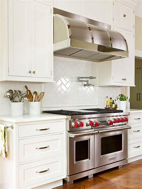 weiße küchenschränke mit schwarzen countertops gro 223 beste kn 246 pfe f 252 r wei 223 en k 252 chenschr 228 nke zeitgen 246 ssisch