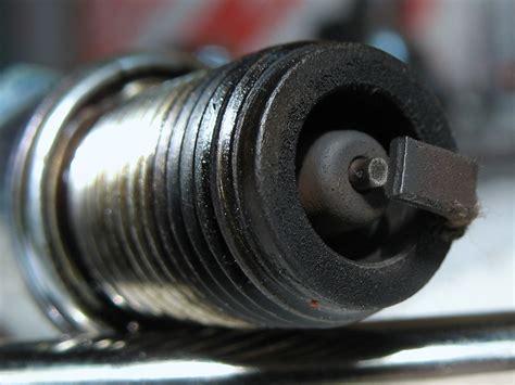 candela bruciata cilindro bzm 2011 dopo rodaggio aspetto di pistone e