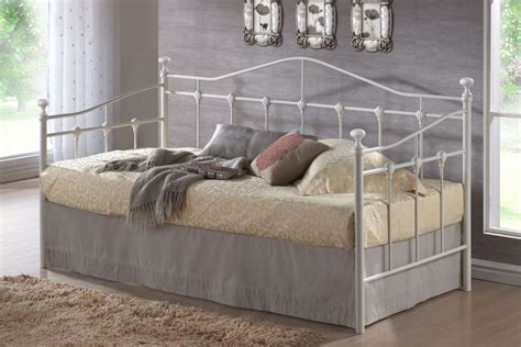 what is a day bed list of 20 different types of beds by homearena