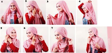 memakai jilbab segi empat kreasi  cantik