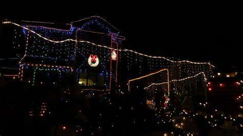 file house decorated for christmas jpg wikimedia commons file binstead house christmas lights jpg wikimedia commons