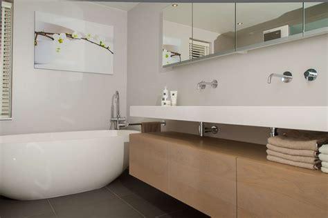 kleines badezimmer umgestaltet ideen budget kleine badkamer hoekbad devolonter info