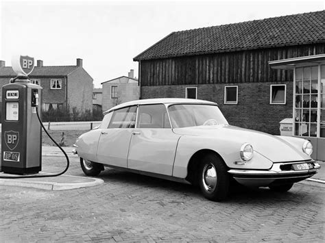 vintage citroen ds classic cars will not be banned from driving in paris
