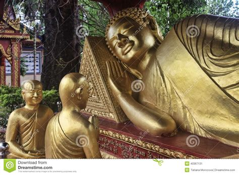 reclining buddha statue of wat puttaisawan in ayutthaya