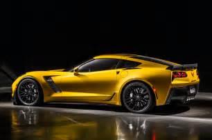 Porsche 911 Vs Corvette Totd Porsche 911 Turbo S Vs Chevrolet Corvette Z06