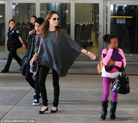 Now Zahara Pitts A Bag by Arrives In Lax With Children Maddox And