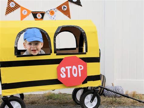 u esy turn a wagon into a school bus for halloween diy