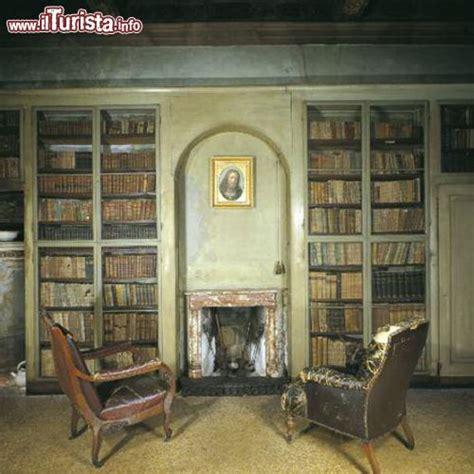 casa alessandro manzoni la biblioteca della sala di casa manzoni foto