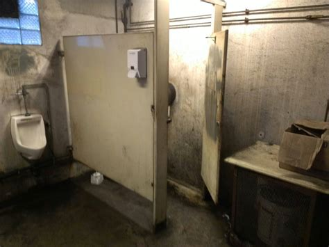 scariest bathroom in the world pin the scariest bathroom youve ever seen funny pics