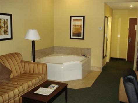 comfort inn jacuzzi room breakfast area picture of comfort suites orlando airport