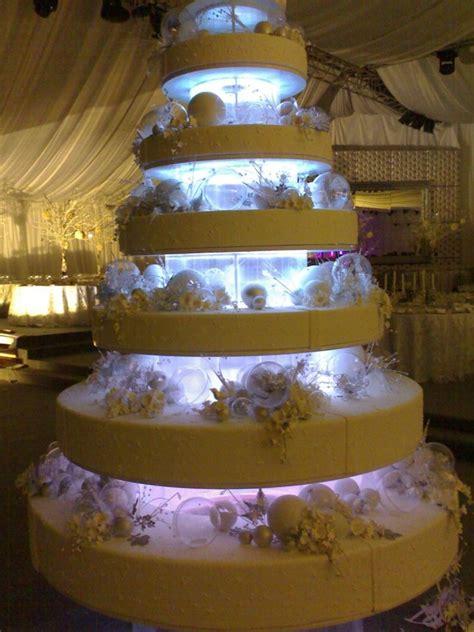 Huge Wedding Cake With Lights Cakeology Pinterest Light Cakes