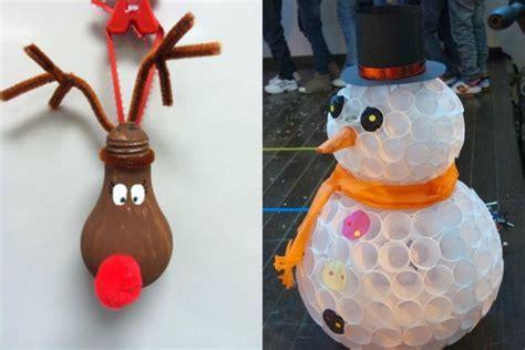 addobbi natalizi con bicchieri di plastica decorazioni natalizie e addobbi di natale fai da te foto
