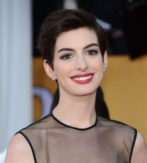 the haircut 2013 anne hathaway short pixie haircut 2013 fashion trends