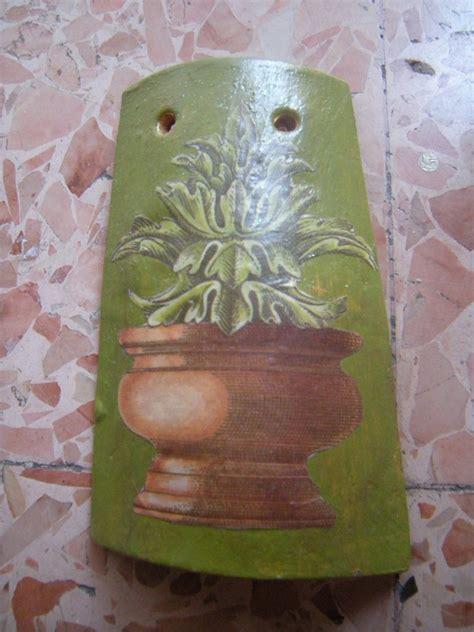 vasi decoupage tegolina in terracotta a decoupage con vaso da giardino
