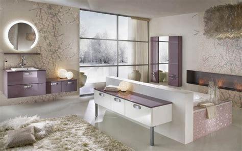 Charmant Salle De Bain Style Romain #1: salle-de-bain-moderne-blanche-et-violine.jpg