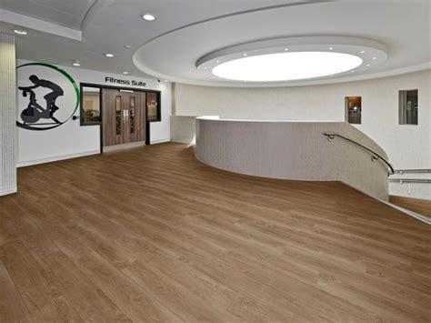 pavimenti vinilici effetto legno pavimenti vinilici eterogenei autoposanti