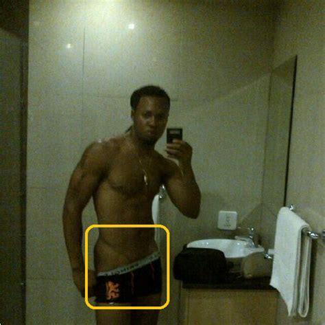 guy bathroom selfie french speaking nigerians le selfie sexy de flavour