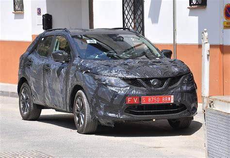 qashqai nissan 2014 spyshots 2014 nissan qashqai interior partially shown